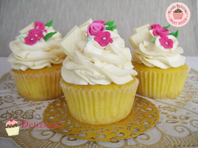 Cupcakes al Cioccolato Bianco con Frosting Mousse