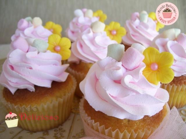 Cupcakes alla Vaniglia con frosting al Marshmallow